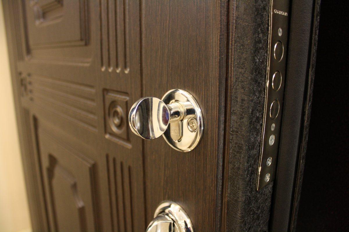 Установка замка в межкомнатную дверь: видео и советы профессионалов