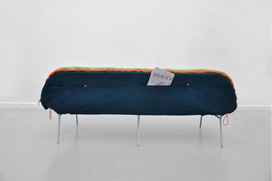 Лондонский дизайнер Стефани Хорниг создал легкую кушетку «Самр» (лагерная)